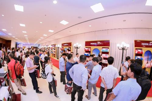 Đông đảo khách hàng đã tới tham dự sự kiện ra mắt bình nước nóng Rossi Arte.
