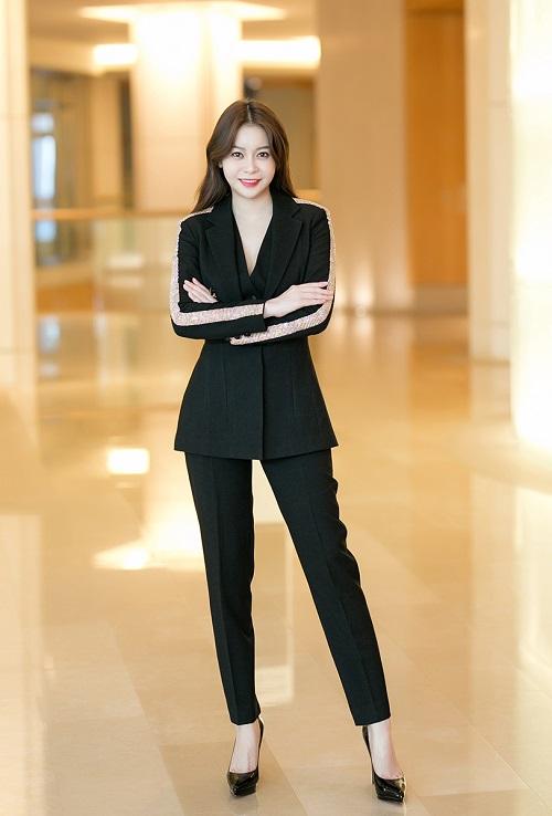 Việt Nam là quốc gia có dân số trẻ, độ tuổi từ 15-35 chiếm 50% dân số. Họlà những người quyết định vào sự phát triển tương lai. Tôi mong rằng họ học được cách phát triển đất nước bền vững, trong đó trách nhiệmmỗi công dân phải được đề cao, Hải Dương nói.