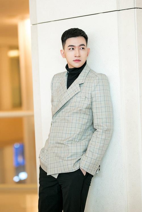 Bên cạnh các hoạt động nghệ thuật, Võ Cảnh cho biết đang tập trung học tập để chuẩn bị thử sức với đam mê khác là công việc kinh doanh.