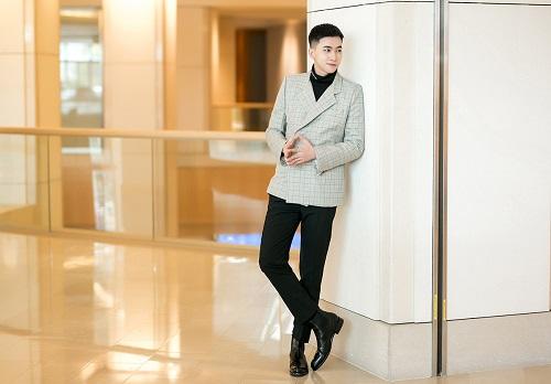 Người mẫuVõ Cảnh cũng xuất hiện tại Diễn đàn Kinh tế châu Á 2018 với vai trò nghệ sĩ biểu diễn. Với ngoại hình sáng sân khấu, chất giọng cảm xúc, Võ Cảnh thể hiện ca khúc You are my everything bằng tiếng Hàn.