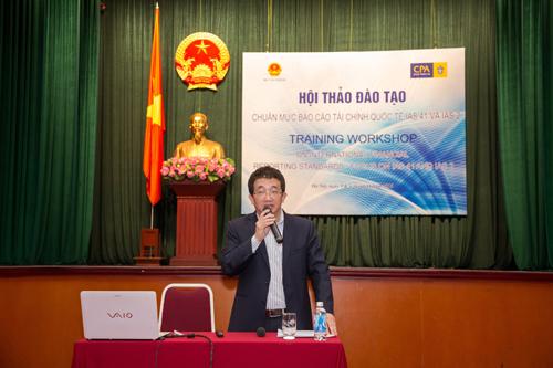 Ông Vũ Đức Chính - Cục trưởng Cục Quản lý, giám sát kế toán, kiểm toán Bộ Tài chính Việt Nam phát biểu khai mạc tại hội thảo.