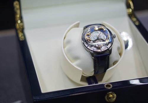 Một mẫu đồng hồ chế tác tinh xào