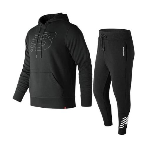 Bộ quần áo New Balance với chiếc áo Hoodie trendy có mức giá giảm chỉ còn 597.500 đồng.