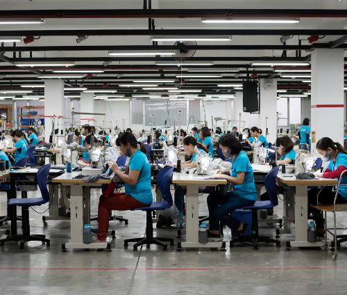 Doanh nghiệp dệt may FDI gỡ nút thắt thiếu nguyên liệu