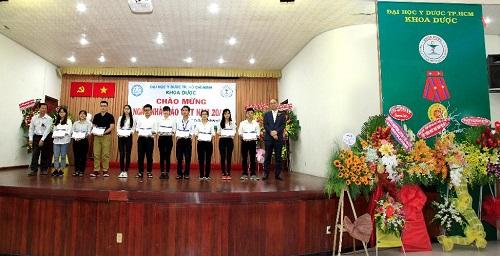 Rohto-Mentholatum Việt Nam trao học bổng cho sinh viên y dược