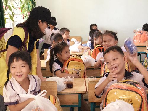 CapitaLand tặng quà cho 1.000 học sinh
