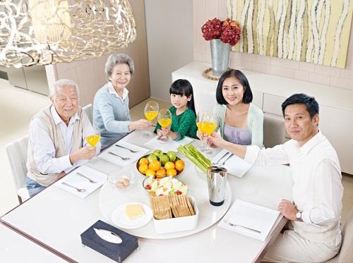 Bổ sung thực phẩm chức năng là một trong những giải pháp giúp hỗ trợ phục hồi, tăng cường sức đề kháng cho gia đình.