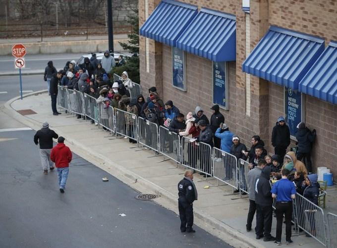 Lễ hội mua sắm Black Friday tại Mỹ bắt đầu