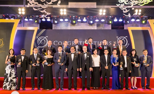 Đại diện 12 doanh nghiệp được vinh danh tại Lễ trao giải thưởng kinh doanh xuất sắc châu Á 2018 tối ngày 28/11/2018
