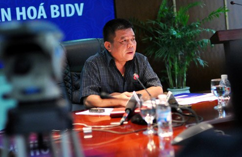 Ông Trần Bắc Hà chủ trì một cuộc họptại BIDV khi còn đương chức. Ảnh:N.M