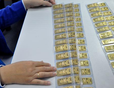 Giá vàng và USD cùng lặng sóng