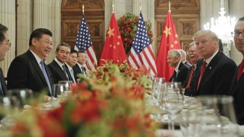 Đoàn lãnh đạo Mỹ và Trung Quốc trong cuộc gặp hôm qua tại Argentina. Ảnh: AP