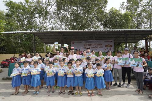 Hơn 3.000 cuốn sách được trao tặng cho các em nhỏ.