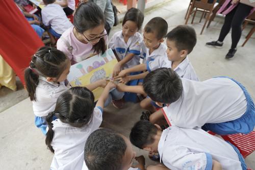 Các tủ sách sẽ giúp các em nhỏ có điều kiện học tập tốt hơn.