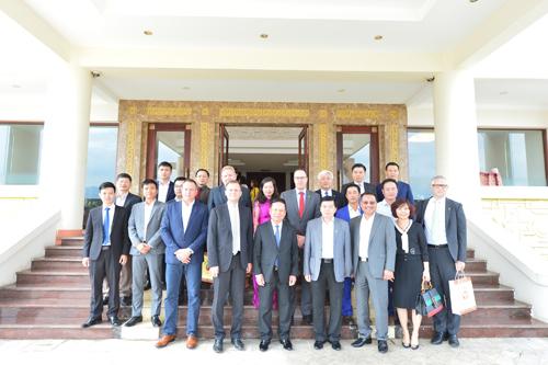 Đoàn đại biểu đến thăm và làm việc tại Hòa Bình.