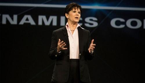Phebe Novakovic - hạng 25: cựu sĩ quan tình báo đảm nhận chức vụ CEO của General Dynamics từ 2014. Trước đó bà là Chủ tịch và Tổng giám đốc của tập đoàn đa quốc gia hàng không và quốc phòng của Mỹ.
