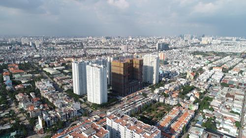 Khu vực quận 8 (TP HCM) nhìn từ trục đường Tạ Quang Bửu.