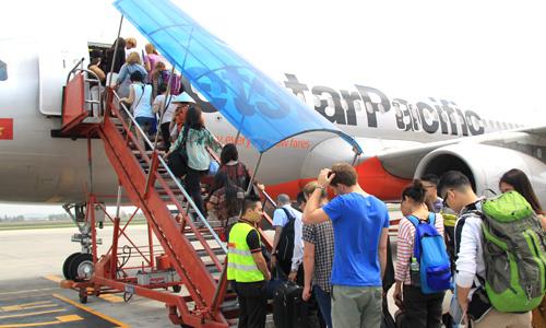 Khách đi máy bay đóng phí hơn nửa triệu đồng vì hành lý xách tay quá 7 kg
