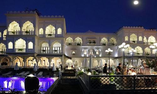 Khaisilk chuyển quyền sở hữu 2 'lâu đài'
