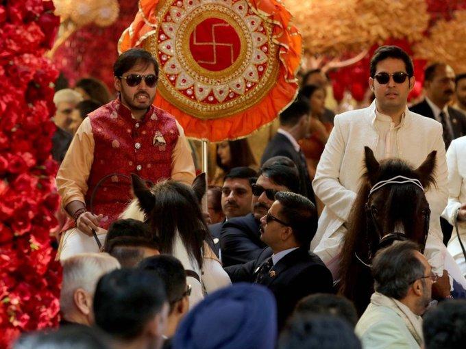 Cuộc sống của gia tộc giàu nhất châu Á
