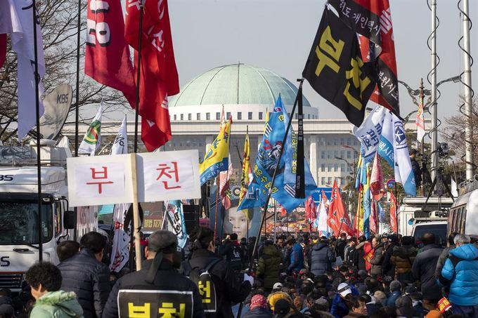100.000 tài xế Hàn Quốc biểu tình phản đối taxi công nghệ