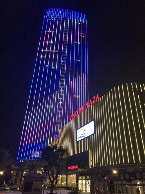 Vincom khai trương 5 trung tâm thương mại dịp Giáng sinh