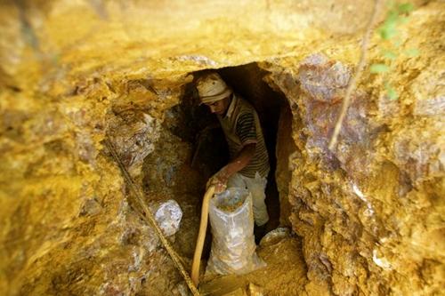 Công ty đào vàng đầu tiên lên sàn chứng khoán Việt Nam