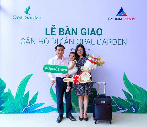 Khách hàng Nguyễn Văn Hiền nhận bàn giao căn hộ từ chủ đầu tư.