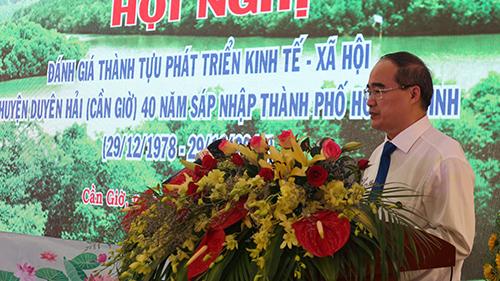Ông Nguyễn Thiện Nhân - Bí thư Thành ủy TP HCM phát biểu tại hội nghị đánh giá thành tựu phát triển kinh tế - xã hội Cần Giờ sau 40 năm sáp nhập vào TP HCM. Ảnh: Ánh Thúy