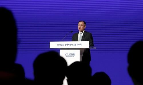 Phó chủ tịch Hyundai Motor - Chung Euisunphát biểu sáng nay. Ảnh: Reuters