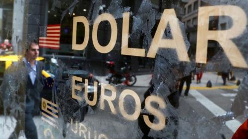 Đồng USD mạnh lên là một trong những lý do khiến những thị trường mới nổi bị tổn thương nặng nề trong năm 2018. Ảnh: Reuters