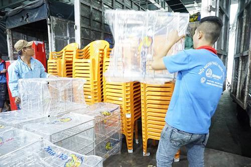 Qui Phúc tất bật sản xuất, phân phối hàng hóa cung ứng thị trường Tết.