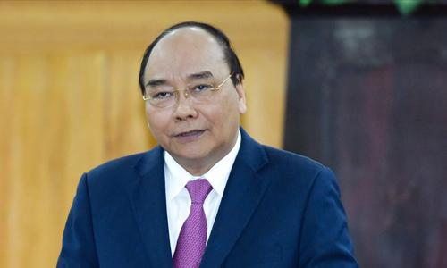 Thủ tướng Nguyễn Xuân Phúc yêu cầu có giải pháp để người nghèo, đặc biệt ở vùng sâu, xa tiếp cận được vốn ngân hàng. Ảnh: VGP.