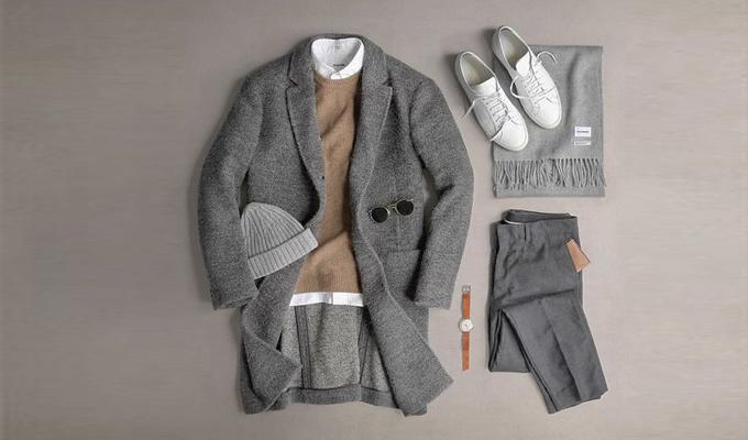 Trong tiết trời se lạnh, các chàng cũng có thể lựa chọn set đồ hoàng tử mùa đông với áo len, sơ mi trắng, quần tây và áo khoác dáng dài. Nếu thời tiết lạnh hơn, bạn cũng có thể cho phép mình điệu thêm một chút, khi phối cùng các phụ kiện như khăn choàng, nón len và kính râm. Tuy nhiên, phái nam cũng cần lưu ý đến màu sắc giữa các trang phục và phụ kiện để tránh tạo ra một tổng thể quá rối rắm, cồng kềnh.