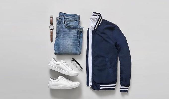 Áo khoác bomber, thun cổ tròn kết hợp quần jeans, phụ kiện đồng hồ dây da, giày sneaker  và kính mắt  Giày sneaker trắng: https://store.ngoisao.net/gia-y-sneaker-tho-i-trang-nam-zapas-gz018-trang-21352.html?utm_source=NGOISAO&utm_medium=PR&utm_campaign=T12_thoi-trang-nam-tet_100119&utm_term=phoi-do-nam&utm_content=giay-sneaker-thoi-trang-nam-zapas#c:1_Tr%E1%BA%AFng#s1:i4_38 Kính mắt: https://store.ngoisao.net/search?q=m%E1%BA%AFt%20k%C3%ADnh&category_id=238&category_child_id=765&orderby=price_asc&utm_source=NGOISAO&utm_medium=PR&utm_campaign=T12_thoi-trang-nam-tet_100119&utm_term=phoi-do-nam&utm_content=mat-kinh Quần jeans nam: https://store.ngoisao.net/quan-bo-nam-han-quoc-orange-factory-eqp9l311msl-82971.html?utm_source=NGOISAO&utm_medium=PR&utm_campaign=T12_thoi-trang-nam-tet_100119&utm_term=phoi-do-nam&utm_content=quan-bo-nam-han-quoc-orange#c:1_Xanh%20bi%E1%BB%83n#s1:i10_30 Đồng hồ: https://store.ngoisao.net/search?q=%C4%91%E1%BB%93ng%20h%E1%BB%93%20nam%20d%C3%A2y%20da&category_id=234&category_child_id=760&utm_source=NGOISAO&utm_medium=PR&utm_campaign=T12_thoi-trang-nam-tet_100119&utm_term=phoi-do-nam&utm_content=dong-ho-nam Áo thun nam: https://store.ngoisao.net/ao-thun-nam/page/3.html?attr_545=2&utm_source=NGOISAO&utm_medium=PR&utm_campaign=T12_thoi-trang-nam-tet_100119&utm_term=phoi-do-nam&utm_content=ao-thun-nam Áo khoác xanh dương: https://store.ngoisao.net/ao-gio-bomber-nam-dunlop-dagbof8145-1-be24-xanh-duong-80327.html?utm_source=NGOISAO&utm_medium=PR&utm_campaign=T12_thoi-trang-nam-tet_100119&utm_term=phoi-do-nam&utm_content=ao-khoac-nam#c:1_Xanh%20d%C6%B0%C6%A1ng#s1:i3_M
