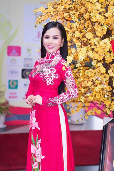 Hoa hậu Doanh nhân quốc tế 2018 hiện là Phó giám đốc Công ty TNHH Xây dựng Lâm Hùng, chuyên ép cọc các công trình dân dụng như cầu đường, chung cư, trường học, bệnh viện... trên toàn quốc. Ngoài ra, chị còn làm giám đốc công ty Bất động sản Thanh Minh.