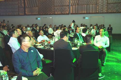(VNExpress.net) Xây dựng hệ sinh thái cho Khu đô thị công nghiệp  mô hình thu hút FDI nổi bật của Long An -TA làm giúp chị với nha