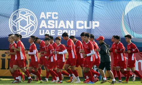 Wake-up 247 tài trợ 247 cổ động viên sang UAE cổ vũ tuyển Việt Nam - Kinh Doanh