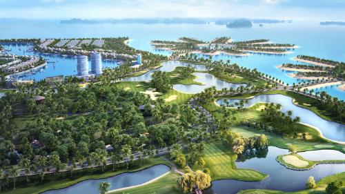 Sân golf quốc tế 27 lỗ, giúp Tuần Châu Marina thu hút khách hàng cao cấp.