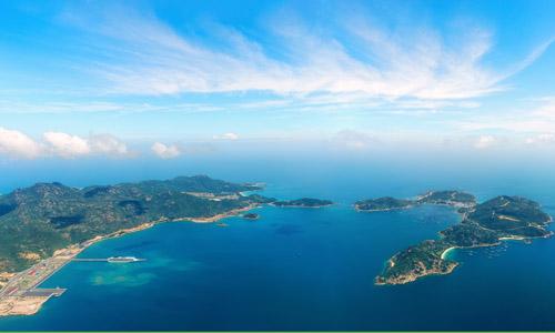 Cam Ranh sở hữu một trong những bãi biển đẹp nhất Việt Nam.