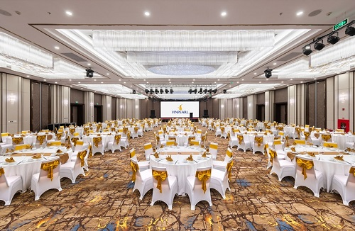 Ballroom sức chứa 900 khách.