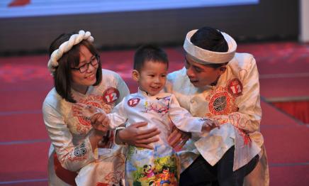 Cuộc thi 'Gia đình siêu mẫu' thu hút nhiều phụ huynh và bạn nhỏ tham dự