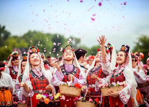Xu hướng định cư tại các quốc gia Đông Âu năm 2019 - TA ơi, xử giúp chị nha - 2