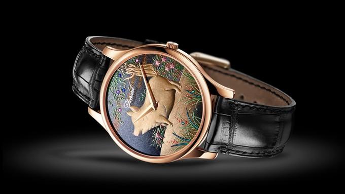 Như các phiên bản giới hạn trước, đồng hồ cho năm Kỷ Hợi của Chopard chỉ được sản xuất 88 chiếc. Giá mỗi chiếc là 24.600 USD. Họ đã mời nghệ nhân Nhật Bản - Kiichiro Masumara thiết kế sản phẩm để có con vật mang khuôn mặt vui vẻ.