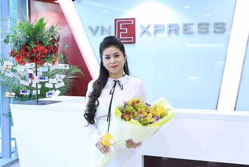 Bà Lê Hoàng Diệp Thảo - CEO TNI Corporation hào hứng trước buổi chia sẻ câu chuyện về cà phê với độc giảVnExpress dịp năm mới.