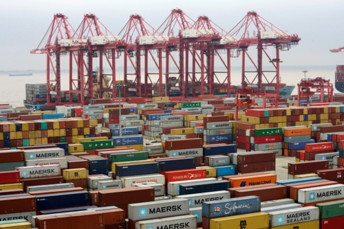 Container tại một cảng nước sâu ở Thượng Hải. Ảnh: Reuters