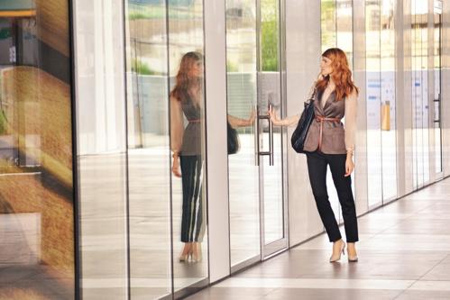 business-woman-opening-door-19-3119-9070-1549878118.png