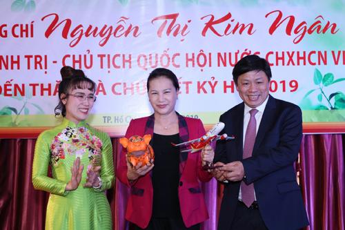 Chủ tịch Quốc hội mong muốn Vietjet và HDBank vươn tầm quốc tế - ảnh 2