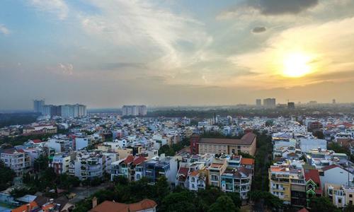 Nhà phố lẻ trong khu dân cư hiện hữu phía Nam TP HCM. Ảnh: Lucas Nguyễn