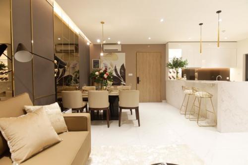 Một căn hộ 91m2 có nội thất hơn 2 tỷ đồng tại TP HCM. Ảnh: Trần Hữu Minh